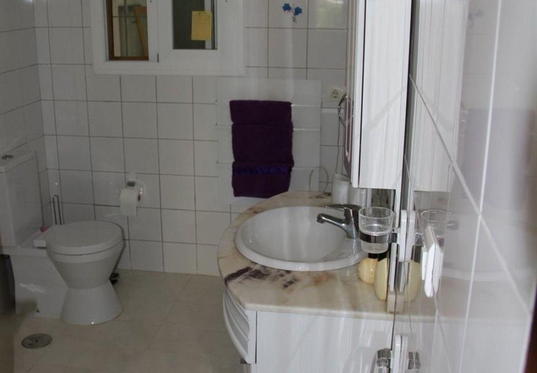 CASALINA ESPANA vous propose en vente une villa rénovée (2013) de 161 m² sur une surface de 800 m² à Alfaz Del Pi, la région Belmonte sur la Costa Blanca Nord, La propriété se compose d'un hall d'entrée, un salon, une cuisine type américaine, 4