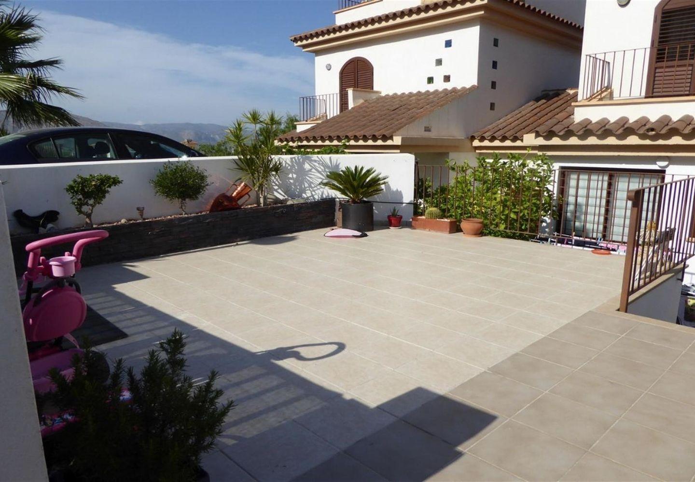 WWW.CASALINA-SPAIN.COM  CASALINA ESPANA  vous propose une villa rénovée (2015) de 112 m² à Polop, Costa Blanca Nord, avec vue sur la montagne. Polop est la métropole de la comarcra de Marina Baixa à Alicante et partage la frontière avec Callosa d'e